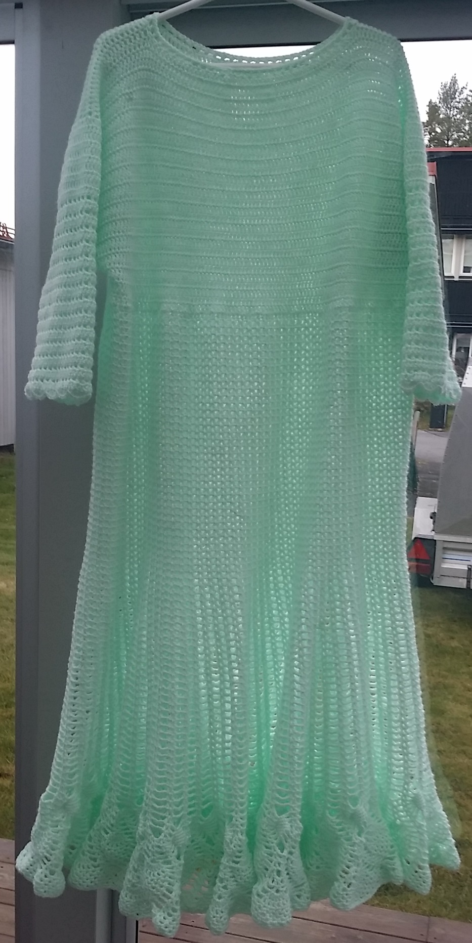 Mintgrön virkad lång klänning mint green long crochet dress with flare
