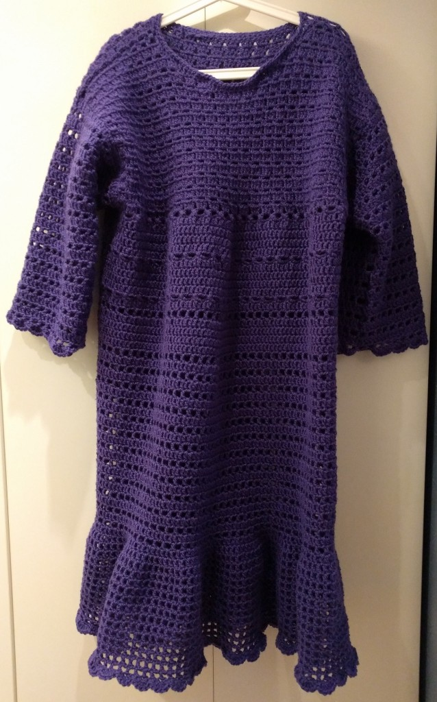 virkad ultraviolett lila klänning järbo vinga crochet purple dress